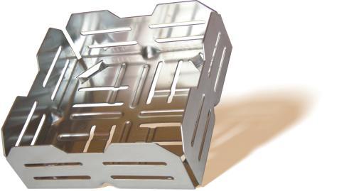 Der kamineinsatz pelletkorb wird mit holzpellets bef llt for Kamin mit brennpaste